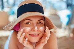 Top 10 kem chống nắng không nâng tone da tốt nhất trên thị trường